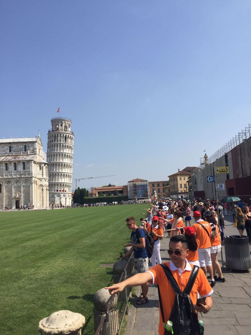 tourists at leaning tower of Pisa