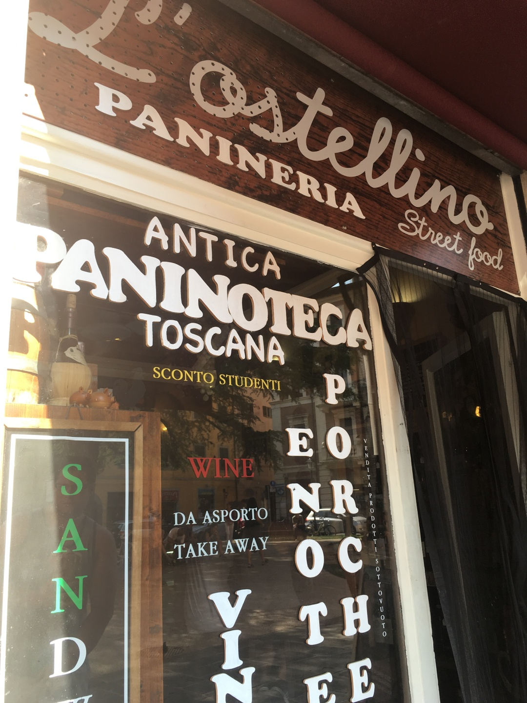 L'ostellino Panineria Street food shop front